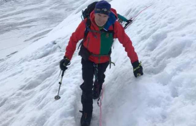 El alpinista de camino a la cima del Lenin antes de ir al Dhaulagiri