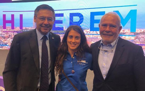 Josep Mª Bartomeu, con Nuria Pau y Óscar Cruz
