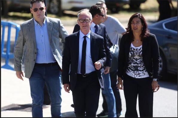 José Guirao, ministro de Cultura y Deporte en funciones, y María José Rienda, presidenta del CSD, a su llegada al tanatorio FOTO: Marca