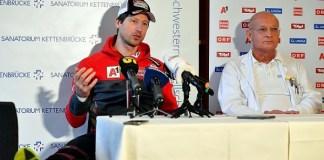 Hans Reichelt en la conferencia de prensa junto al Dr. Karls Goser. FOTO: ÖSV