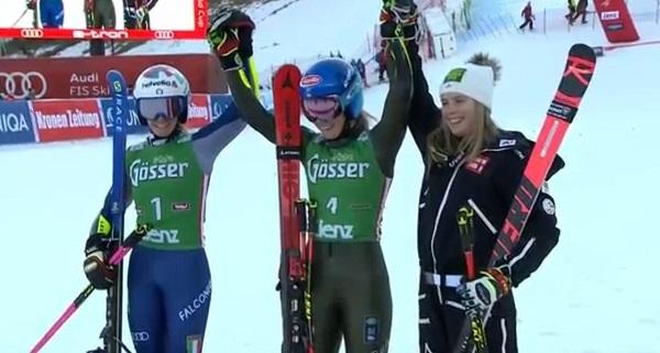 Mikaela Shiffrin junto a Marta Bassino y Katharina Liensberger, que se ha estrenado en el podio.