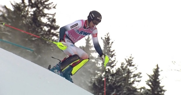 Clément Noël ha dejado medio sentenciado el slalom en la primera manga para lograr su tercera victoria de la temporada.