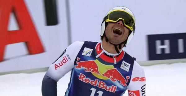 Johan Clarey se lamenta al quedarse a cinco centésimas del podio.
