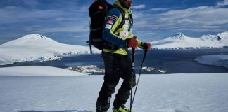 El alpinista acaba de llegar de travesía en la Antártida