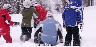 Los pequeños lazaban nieve alcanzando a un conductor que disparó contra ellos