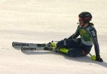 Anna Swenn Larsson trata de entender lo que le ha sucedido. Una caída a diez metros de meta, con más de un segundo de ventaja, le ha privado de la que hubiese sido su primera victoria en la Copa del Mundo.