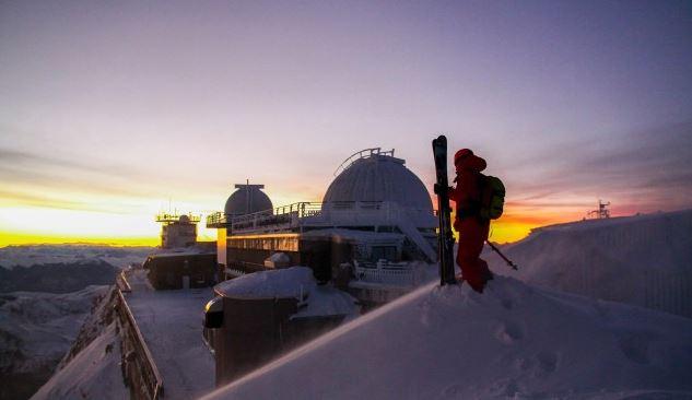 Desde la cima se avecina uno de los mejores descensos de freeride FOTO: Axel Plagnard