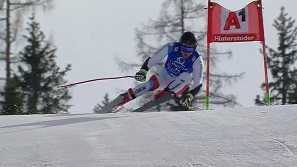Mauro Caviezel, segundo, ha subido al podio por cuarta vez esta temporada.
