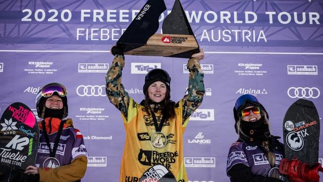 Podio femenino de snowboard liderado por la tricampeona M. Haerty
