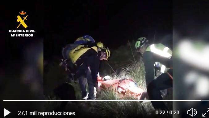 La mujer fue llevada en camilla durante más de tres horas