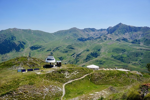 Baqueira ofrece cuatro itinerarios para conocer a fondo el entorno.