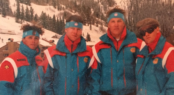 Todd Schneider, AJ Kitt, Eric Keck y Steve Porino, alrededor de 1988. FOTO: usskiandsnowboard.org