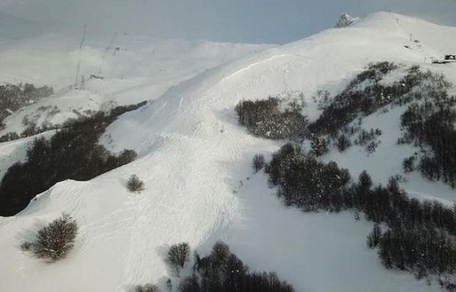 Una imagen donde se aprecia el corte de la nieve