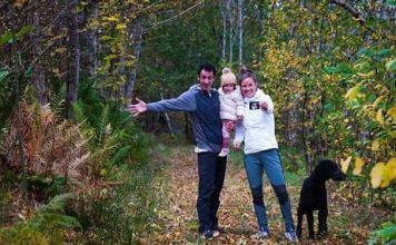 La familia al completo con la pequeña Maj como protagonista