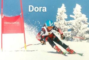 Dora, la tercera de los cuatro hermanos.