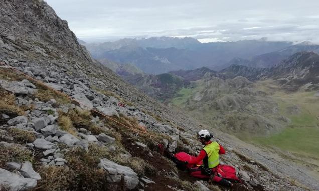 Momento del rescate del montañero