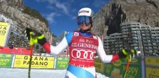 Corinne Suter ha empezado la defensa de su Globo de descenso con una victoria.