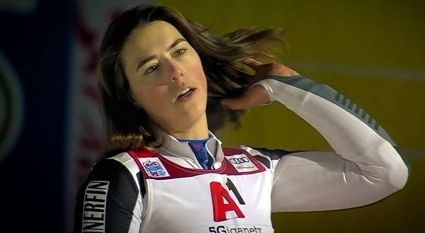 Petra Vlhova, la más rápida en la primera manga, ha finalizado tercera pero refuerza su liderato en la Copa del Mundo.
