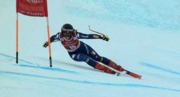 Uno de los momentos de apuros de Sofia Goggia en el super G de Val d'Isère.