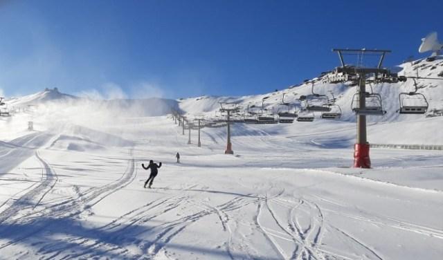 Sierra Nevada tiene todo a punto con nieve hasta la bandera