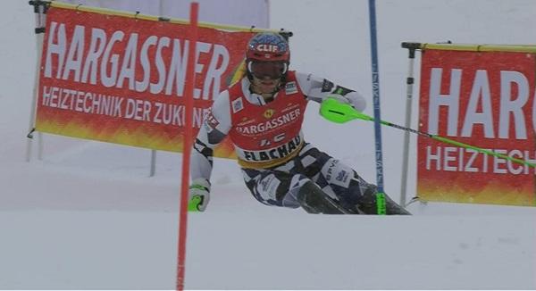 El estadounidense AJ Gennis, que corre para Grecia, una sorpresa hoy en Flachau.