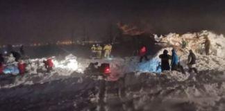 Momento del rescate después de la avalancha