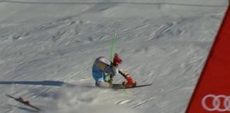 Braathen se enganchó con la última puerta y así entró en meta. El ganador en Soelden no volverá a competir esta temporada.