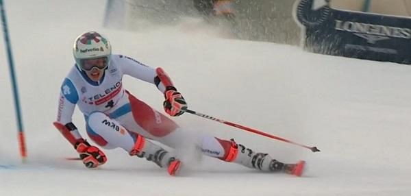 Michelle Gisin, revelación de la temporada, ha repetido en el podio.