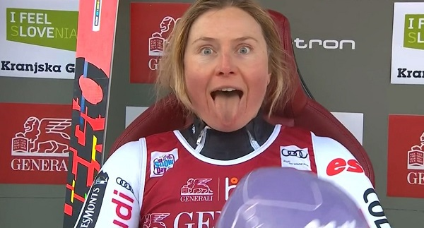 Tessa Worley, feliz con su segundo podio de la temporada.