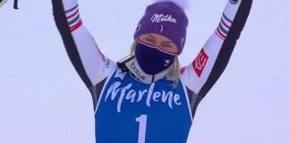 Tessa Worley vuelve a ganar después de más de dos años y lo hace el día en que su pareja, Julien Lizeroux, cuelga los esquís en el slalom nocturno de Schladming.