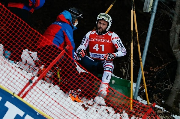Brice Roger, lo mismo que Josef Ferstl, despidieron ayer la temporada lesionándose en el descenso.
