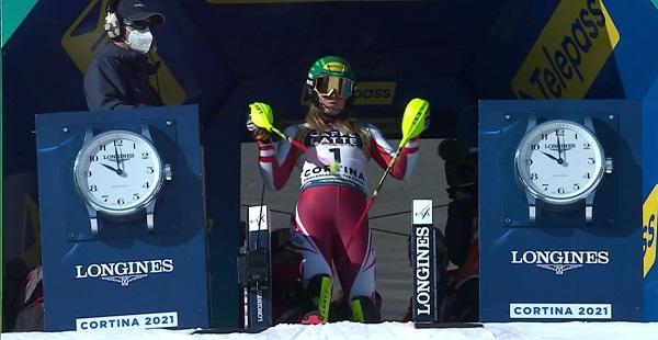 Liensberger ha sdo la primera salir en la primera manga. Ella y Vlhova, la siguiente, han esquiado sobre una nieve distinta a las demás.