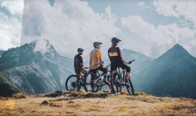 El centro ofrece una extensa red de circuitos para la bicicleta de montaña