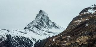 El impresionante Matterhorn o Cervino servirá de escenario para un descenso de casi cinco km entre Suiza e Italia.