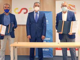 Alberto Ayora, presidente de la FEDME, José Manuel Franco presidente del CSD y José Luis López Cerrón, presidente de la RFEC durante la firma de los documentos