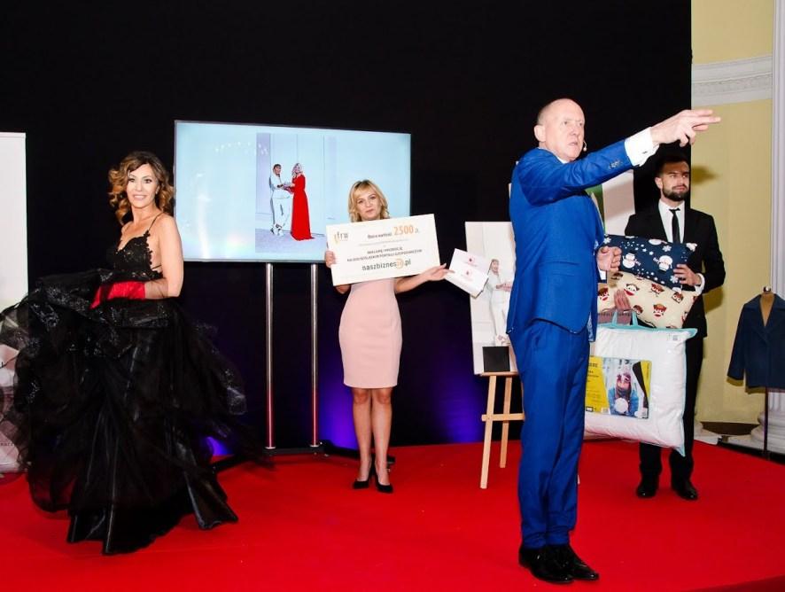 """Kołobrzeżanka wsparła klinikę """"Budzik"""". Licytacja sukni najwyższą kwotą."""
