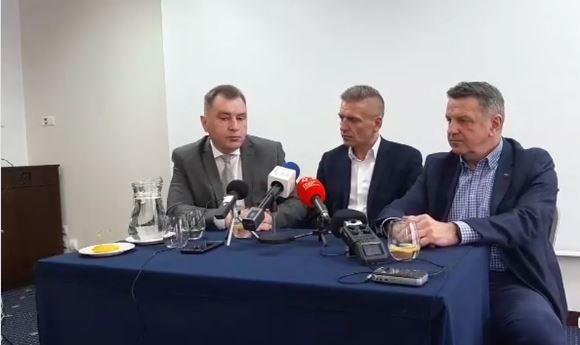 """Arłukowicz: """"Z ludźmi trzeba rozmawiać"""". Wizyta byłego ministra w Kołobrzegu (wideo)."""
