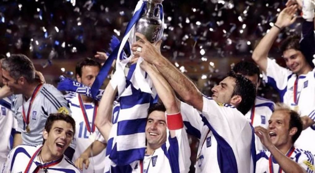 Η Εθνική ομάδα ποδοσφαίρου του 2004 στηρίζει την «Αποστολή» της Αρχιεπισκοπής Αθηνών
