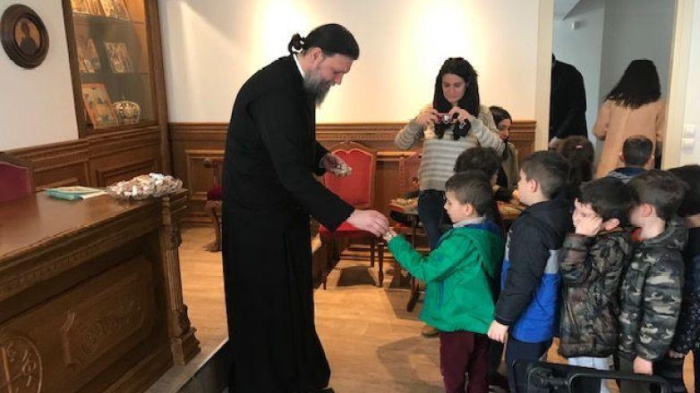 Επίσκεψη μαθητών Νηπιαγωγείου της Σχολής Χατζήβεη στον Μητροπολίτη κ. Γαβριήλ