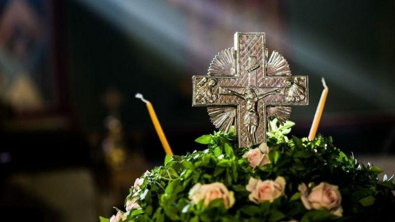 Η Θεία Λειτουργία της Κυριακής της Σταυροπροσκυνήσεως ζωντανά από τηλεόραση του ΑΝΤ1