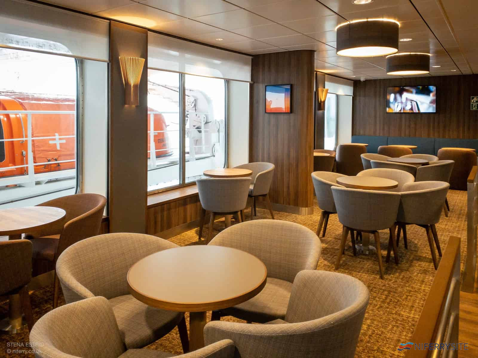 Sky Bar, Deck 8. © NIFerry.co.uk
