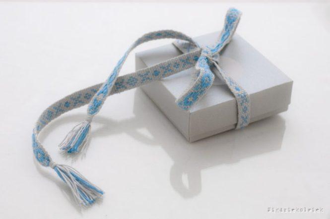 Krajka jako wstążka do pakowania prezentów