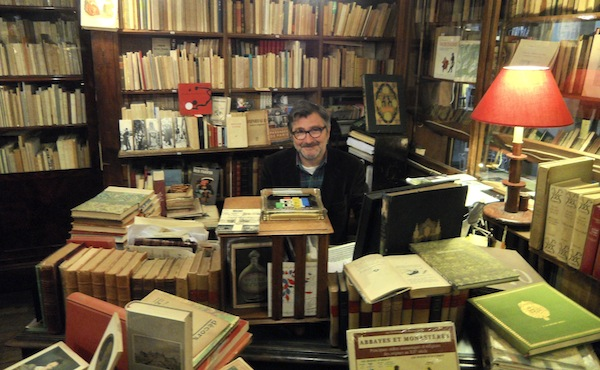 Librairie Ancienne and Moderne, bookseller, Gallery Vivienne, Paris, Happy guy