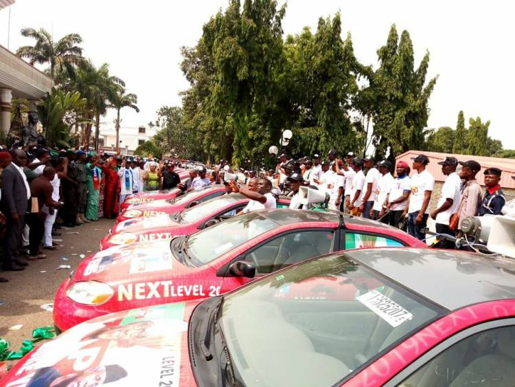Emerhor, Samani, Dakuku inaugurated 4,000 Buhari re-election canvassers and ten campaign vehicles for Buhari reelection in Delta State