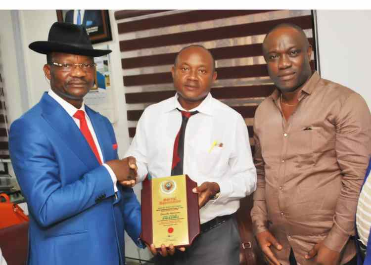 L-R: Delta State Information Commissioner, Mr Charles Aniagwu, Vice Chairman, Auchi Poly Mass Comm Class of 93,  Mr Emeke Ikemefune, and the Public Relations Officer, Comrade Nkem Nwaeke  during the presentation of award to the commissioner in Asaba