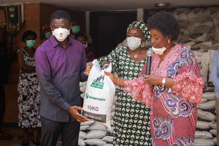 Mrs Betsy Obaseki, wife of Edo State governor presenting food items to the Chairman of Edo State COVID-19 Committee, Philip Shaibu on behalf of Nigeria's first lady, Aisha Buhari