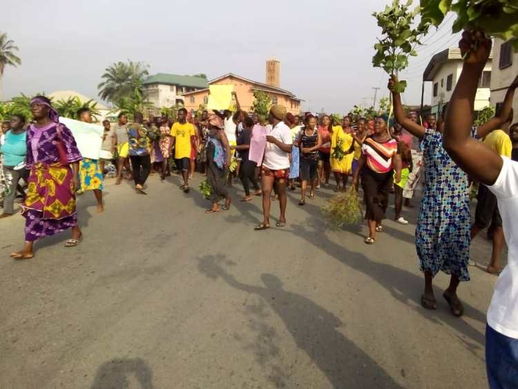 Protesting Sapele women over the extension of the COVID-19 lockdown in Delta State