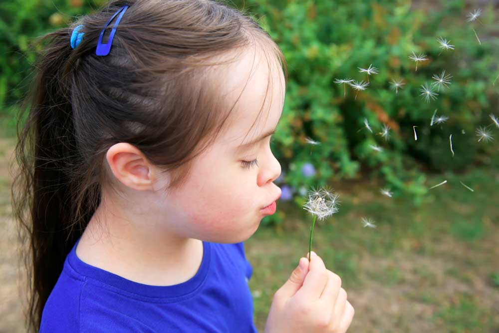 Help: disabled children integrate into the community
