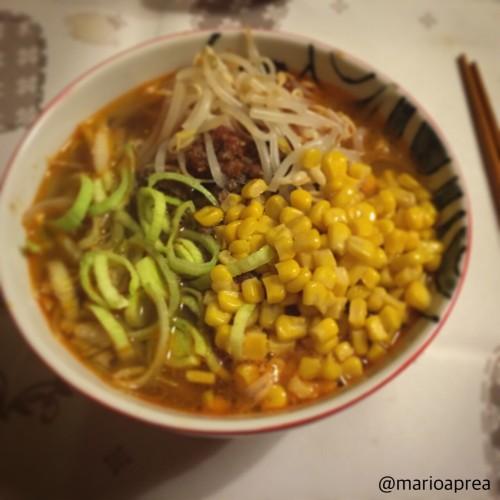 Ricetta Ramen nello stile Hokkaido con mais burro e carne