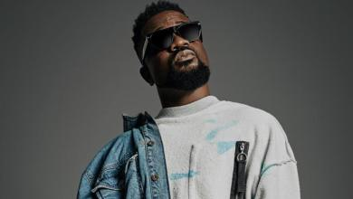 Photo of 'If You Pay, I'll Quickly Feature On Your Song, Otherwise Wait For God's Miracle'- Sarkodie Tells Up And Coming Rapper